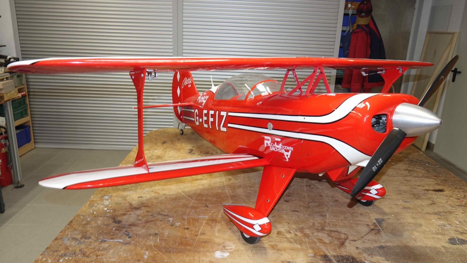 Pitts S2B (Hangar 9) wartet auf den Erstflug