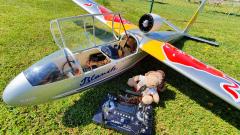 Pilot wartet auf den nächsten Schlepp
