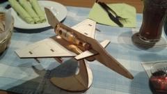 17007 Ollis Löschflugzeug beim Stammtisch
