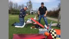 17043 Modellflug ist harte Arbeit ...